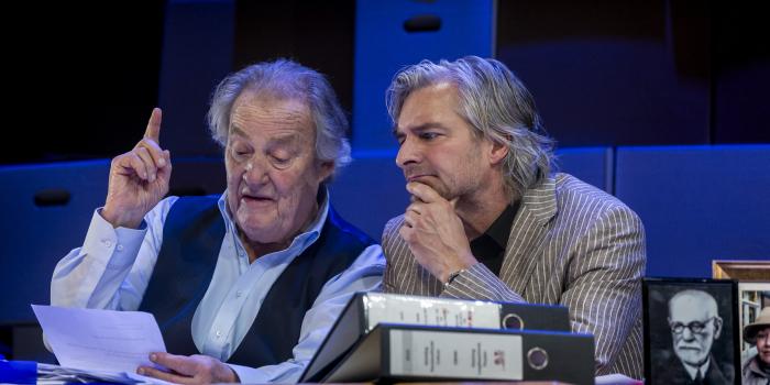 Hummelinck Stuurman Theaterbureau, Een goed mens, Regie: Johan Doesburg, Tekst: Flip Broekman,  Met: Jules Croiset en Victor Reinier